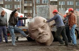 Lenin_abbattuto